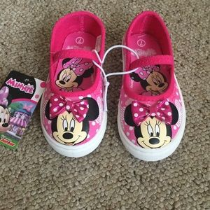 Brand new girls size 7 Minnie Mouse sneakers